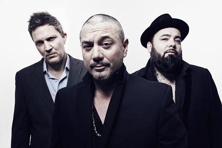 funlovincriminals-tour-2016-newcastle